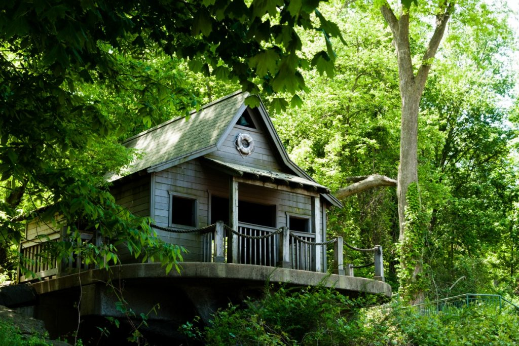 Tree House Accommodations Around the World